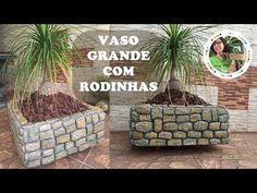 DIY - VASO GRANDE, DE CIMENTO E ISOPOR, COM RODINHAS - YouTube Tile Crafts, Concrete Crafts, Concrete Art, Concrete Projects, Diy Cement Planters, Cement Flower Pots, Thermocol Craft, Urban Garden Design, Grands Pots