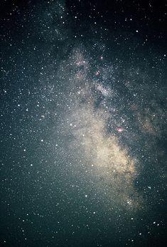 A káosz gyermekei vagyunk, és a változás mélystruktúrája a felbomlás. Lényegében nincs semmi más, csak a bomlás és a káosz feltartóztathatatlan áradata. Célnak nyoma sincs; semmi nem maradt ezen az irányultságon kívül. Ha tárgyilagosan pillantunk az univerzum mélyébe, kénytelenek vagyunk elfogadni ezt a kilátástalanságot. Peter Atkins