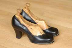 vintage 1940s shoes / 40s scallop heels / by honeytalkvintage, $140.00