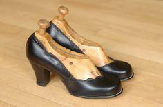 vintage 1940s shoes / 40s scallop heels / by honeytalkvintage, $140.00