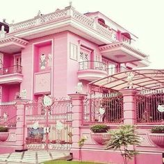Funny pictures about Hello Kitty Mansion. Oh, and cool pics about Hello Kitty Mansion. Also, Hello Kitty Mansion photos. Hello Kitty Haus, Hello Kitty Items, Hello Kitty Bedroom, Pink Lady, Hello Kitty Imagenes, Tout Rose, Hello Kitty Pictures, Pink Houses, Everything Pink