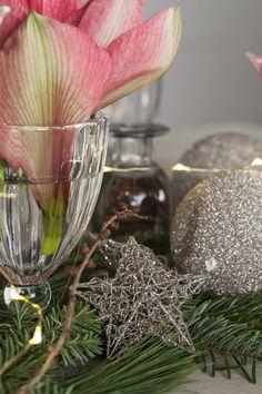 Har du ikke så mange små vaser kan du gjerne bruke noen pene glass. Homemade Christmas Tree, Diy Christmas Gifts, Christmas Tree Decorations, Christmas Tree Ornaments, Star Ornament, Angel Ornaments, Lady Bug, Origami 8 Pointed Star, Pottery Angels