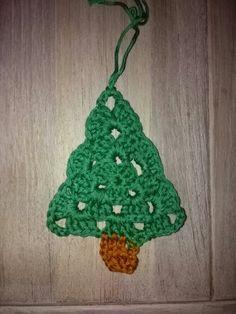 Gehaakte kerstboom (7 jaar) Crochet Earrings, Christmas Ornaments, Holiday Decor, Mini, Christmas Jewelry, Christmas Decorations, Christmas Wedding Decorations