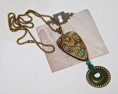 Collier pendentif beige, collier sautoir, laiton, chaîne à billes, strass : Collier par francesca