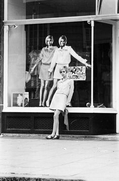 Model Twiggy leaning on store window on the Kings Rd 1960's