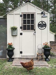 Fancy Chicken Coop, Cute Chicken Coops, Chicken Shed, Chicken Coop Decor, Chicken Feeders, Chicken Garden, Chicken Coop Designs, Chicken Coop Plans, Chicken Ideas