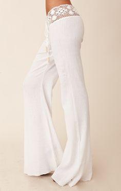 Love 'beach' style white pants