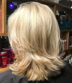 70 Brightest Medium Layered Haircuts to Light You Up - - Shoulder-Length Blonde Layered Cut Medium Length Hair Cuts With Layers, Medium Hair Cuts, Medium Cut, Shoulder Length Blonde, Blonde Layers, Medium Layered Haircuts, Layered Haircuts Shoulder Length, Haircut For Thick Hair, Thin Hair