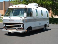 Airstream Motorhome 1982 Looks Tiny Compared To The Modern Coach In Back