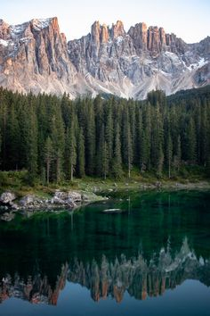 Find Your Zen With 21 iPhone Xs Max Wallpapers For Lake Lovers - Wallpaper World - iPhone - Android Wallpapers Cool Pictures Of Nature, Nature Photos, Beautiful Pictures, Green Wallpaper, Cool Wallpaper, Custom Wallpaper, Original Iphone Wallpaper, Foto 3d, Destinations