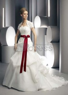 Red bridesmaid dresses is good consideration when you will begin to think what kind of wedding dress that suits you best. Just choose red wedding dresses wisely Christmas Wedding Dresses, Wedding Dress 2013, Dresses To Wear To A Wedding, Colored Wedding Dresses, Wedding Gowns, Wedding Sash, Modest Wedding, Wedding 2015, Formal Wedding