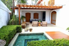 Beautiful little villa style plunge pool in a courtyard. By MeyerCortez arquitetura & designBeautiful little villa style plunge pool in a courtyard. By MeyerCortez arquitetura & design Small Patio Design, Garden Design, Outdoor Spaces, Outdoor Living, Design Exterior, Small Pools, Small Backyards, Terrace Garden, Patio Roof