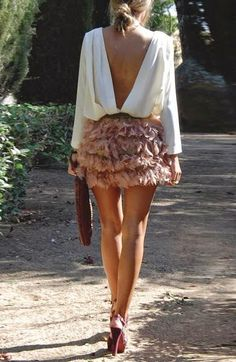 Open back blouse and ruffling feather skirt Look Fashion, Fashion Beauty, Fashion Outfits, Womens Fashion, Fashion Trends, Fashion Advisor, Latest Fashion, Looks Chic, Looks Style