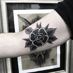 M Tattoos, Punk Tattoo, Cover Up Tattoos, Sleeve Tattoos, Traditional Tattoo Flowers, Traditional Roses, Traditional Black Tattoo, Tatuagem Old Scholl, Rabe Tattoo