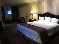 Barbary Coast Hotel & Casino 3595 S Las Vegas Blvd, Las Vegas, NV 89109 , United States // king size bed