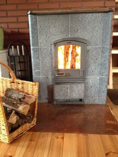 Warmth to a cold spring day Wood Heaters, Wood Fuel, Fireplace Heater, Pizza Ovens, Rammed Earth, Soapstone, Spring Day, Nordic Style, Wood Burning