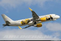 Vueling Airlines EC-LVP Airbus A320-214 aircraft picture