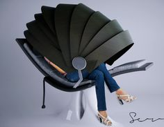 The roly ply pod: Airport lounge.Slater:Is your flight going to take longer than you expected? Every person that travels has experienced the problematic of being in the airport waiting for a flight.That's why slater overcome the problem and h… Lounge Design, Chair Design, Furniture Design, Furniture Ideas, Designer Bags For Less, Capsule Hotel, Airport Lounge, Yanko Design, Co Working
