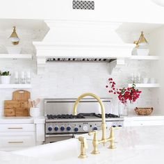 Today on the blog we are sharing tips on how to style your kitchen for spring with @kohl's and @shopstyle.  All the details + some of my favorite spring kitchen essentials on Beckiowens.com #kohl's #ad #shopstyle #luciaproject