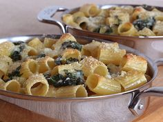 Pasta and Spinach Gratin 1 pound tubular pasta (rigatoni, ziti, or penne) 6 cups fresh baby spinach 3 tablespoons olive oil 1 pinch kosher salt 2 cloves garlic, minced 1 cup cream teaspoon chili flakes cup finely grated Parmesan or Pecorino Romano cheese Cheap Pasta Recipes, New Recipes, Vegetarian Recipes, Favorite Recipes, Going Vegetarian, Vegetarian Cooking, Quick Recipes, Veggie Recipes, Delicious Recipes
