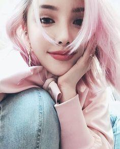 Pony park hye min make up ♡♥ Pony Makeup, Eye Makeup, Hair Makeup, Korean Make Up, Cute Korean Girl, Korean Beauty, Asian Beauty, Golden Rose Nail Polish, Ninja Girl