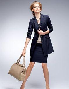 Le tailleur-jupe, Le sac, Les escarpins, Le collier, Le T-shirt