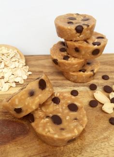 Choc Chip Peanut Butter Bites: These are so easy to make, and even easier to eat! So delicious and quick. We love a healthy, yummy, quick treat here at Healthy Mummy! Healthy Mummy Recipes, Healthy Deserts, Healthy Dessert Recipes, Raw Desserts, Protein Recipes, Detox Recipes, Sweet Desserts, Snacks For Work, Healthy Work Snacks