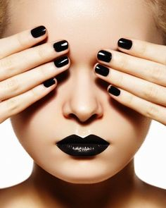 urbanNATURES City Style: Jet Black Nails & Lips