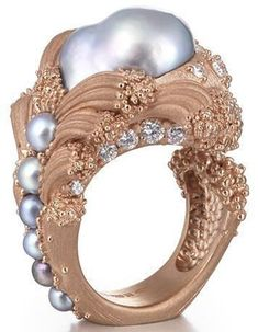 Ornella Iannuzzi's award-winning The Uprising baroque pearl ring. Ornella Iannuzzi's award-winning The Uprising baroque pearl ring. Bling Jewelry, Pearl Jewelry, Jewelry Rings, Jewelry Accessories, Unique Jewelry, Bridal Accessories, Wedding Jewelry, Titanium Jewelry, Ring Verlobung