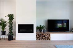 Studio Binnen Interior Design- project nieuwbouw woning Houten #haard #fireplace #houtopslag #tvdressoir #kamerplanten #wood