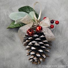 Easy but Beautiful DIY Christmas Ornaments Easy but beautiful diy christmas ornaments 41 - GODIYGO.COMEasy but beautiful diy christmas ornaments 41 - GODIYGO. Pine Cone Christmas Tree, Noel Christmas, Diy Christmas Ornaments, Rustic Christmas, Christmas Projects, Holiday Crafts, Christmas Wreaths, Holiday Decor, Pinecone Christmas Crafts