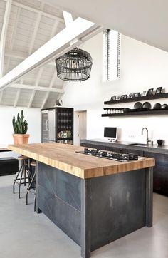 48 The Best Interior Design of a Wooden Kitchen Rustic Kitchen Design, Wooden Kitchen, Kitchen Dining, Industrial Kitchen Island, Warm Industrial, Wooden Counter, Vintage Industrial, Industrial Style, Dining Room