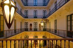 SITE OFFICIEL | Hotel du XIXeme siècle, le Grand Hotel de Sète est parfait pour un séjour à la découverte de la ville et ses plages. MEILLEURS TARIFS GARANTIS