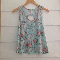 Floral Tank Super Cute and is perfect for the upcoming Spring and summer season. Kirra Tops Tank Tops