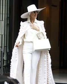 #CelineDion has been a high-fashion vision throughout Paris Couture #FashionWeek and her European tour but we particularly  her dramatic #RalphandRusso ensemble from yesterday accessorised with a structured #Celine bag.The Bianca Jagger 70's vibes! The white caped-coat! The vintage-inspired hat and scarf combo! Her collab with image architect Law Roach has been a fashion dream. . #celinedionlive2017 #celinetakescouture #ootd #paris #lawroach #fLAWless #randrstars #white