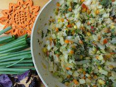 Овощное рагу, тушеные овощи с лебедой, мокрицей и грибами