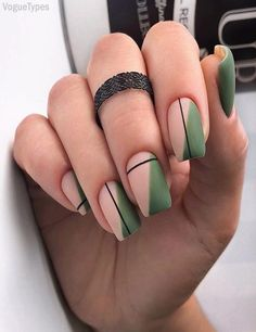 Simple Line Nail Art Designs You Need To Try Now line nail art design, minim. - Simple Line Nail Art Designs You Need To Try Now line nail art design, minimalist nails, simple - Stylish Nails, Trendy Nails, Cute Nails, Sophisticated Nails, Minimalist Nails, Nail Polish Designs, Nail Art Designs, Nails Design, Green Nail Designs