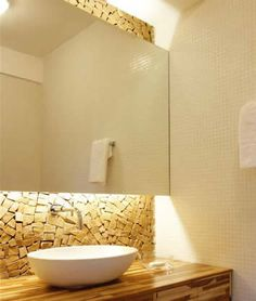 LAVABOS   Por serem pequenos e pouco frequentados, os lavabos  são ambientes fáceis de decorar e ótimos para ousar. Porém eu particularmente...