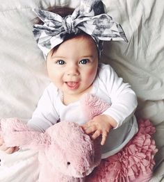 cute pink baby outfit and big baby girl bow Little Babies, Little Ones, Cute Babies, Little Girls, Baby Kind, My Baby Girl, Beautiful Children, Beautiful Babies, Baby Girl Fashion