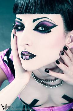Totally amazing cyber goth make up and model. Gothic Makeup, Sexy Makeup, Dark Makeup, Beauty Makeup, Weird Makeup, Alien Makeup, Goth Beauty, Dark Beauty, Beauty Box