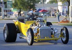 Classic car lovers of all ages enjoy picture-perfect Dream Cruise