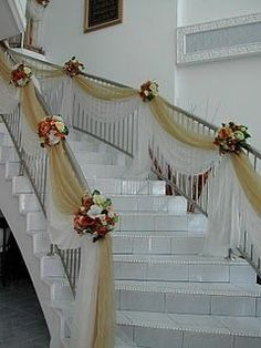 39 Trendy ideas for double stairs entrance banisters Wedding Staircase Decoration, Wedding Stairs, Decoration Evenementielle, Ceremony Decorations, Stairway Decorating, Decorating With Tulle, Decorating Ideas, Stair Decor, Banisters