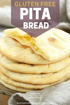 Gluten free and Yeast free- this easy homemade pita bread recipe will be your favorite after making it just once! No yeast means an easy and quick prep (no rise time)! Pain Pita Sans Gluten, Gluten Free Pita Bread, Keto Bread, No Gluten Bread Recipe, Dairy Free Cloud Bread, Gluten Free Flatbread, Gluten Free Pancakes, Bread Baking, Gluten Free Cooking