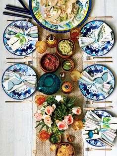 Fiesta Dinner Party from Real Simple. Love the way this table is set up! Would be a nice outdoor dinner :) Outdoor Dinner Parties, Taco Party, Beautiful Table Settings, Deco Table, Decoration Table, Tiffany Blue, Party Planning, Tablescapes, Decorative Plates