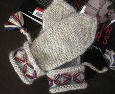 Ravelry: Lovikka vante pattern by Sanna Mård Castman Knitted Mittens Pattern, Knit Mittens, Knitted Gloves, Knitting Stitches, Knitting Yarn, Knitting Patterns, Crochet Patterns, Knitting Ideas, Knit Picks