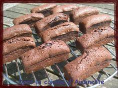 Pour ces mini-cakes, j'ai repris la recette de ma copine Florence, qui nous avait fait un bon gâteau pour la soirée foot France-Portugal. Faire fondre 200g de chocolat dessert au micro-ondes ou au bain-marie. Fouetter 3 oeufs avec 100 g de sucre. Ajouter...