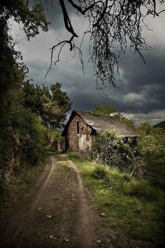 The Witches Commune (by abandoned places, abandoned house, abandoned building Old Buildings, Abandoned Buildings, Abandoned Places, Country Life, Country Roads, Country Barns, Most Beautiful Pictures, Beautiful Places, Amazing Places