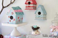 Festa infantil Tema Pássaros     muitospássarospara alegra a festa       bolo em formato de casinha com o teto todo de babados... ...
