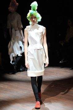 Comme des Garçons Spring 2010 Ready-to-Wear Fashion Show - Ella (SLIDES)