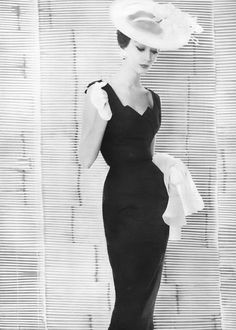 Dovima, photo by Irving Penn, Vogue, June 1954 | flickr skorver1